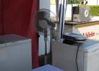 ... Kühlschränke und Ventilatoren und auch (Steh)Tische, Bänke, Hocker und Müllkörbe.