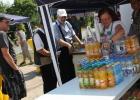 Sehr gefragt an diesem Tag erfrischende Getränke, die unsere Mitarbeiter verteilten.