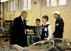 Der Botschaftsrat im Gespräch mit Schülern der Kepler-Schule ...