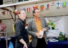 Der Migrationsbeauftragte Neuköllns Arnold Mengelkoch informiert sich über Neues beim KUBUS