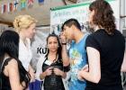 BzStRin Schule Dr. Giffey lässt sich von den Schüler/innen über das Projekt informieren